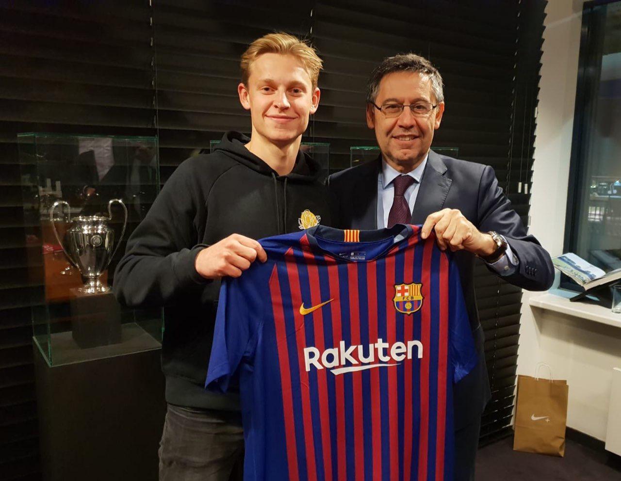 Френки деЙонг подписал соглашение с«Барселоной»